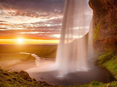 Bezoek de Seljalandafoss waterval