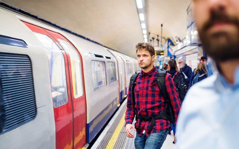 Maak een ritje in de metro van Londen